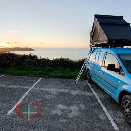 Direct 4x4 Clamshell 2 Roof Tent.